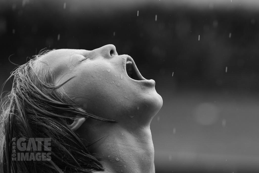 kids-playing-in-the-rain-5.jpg