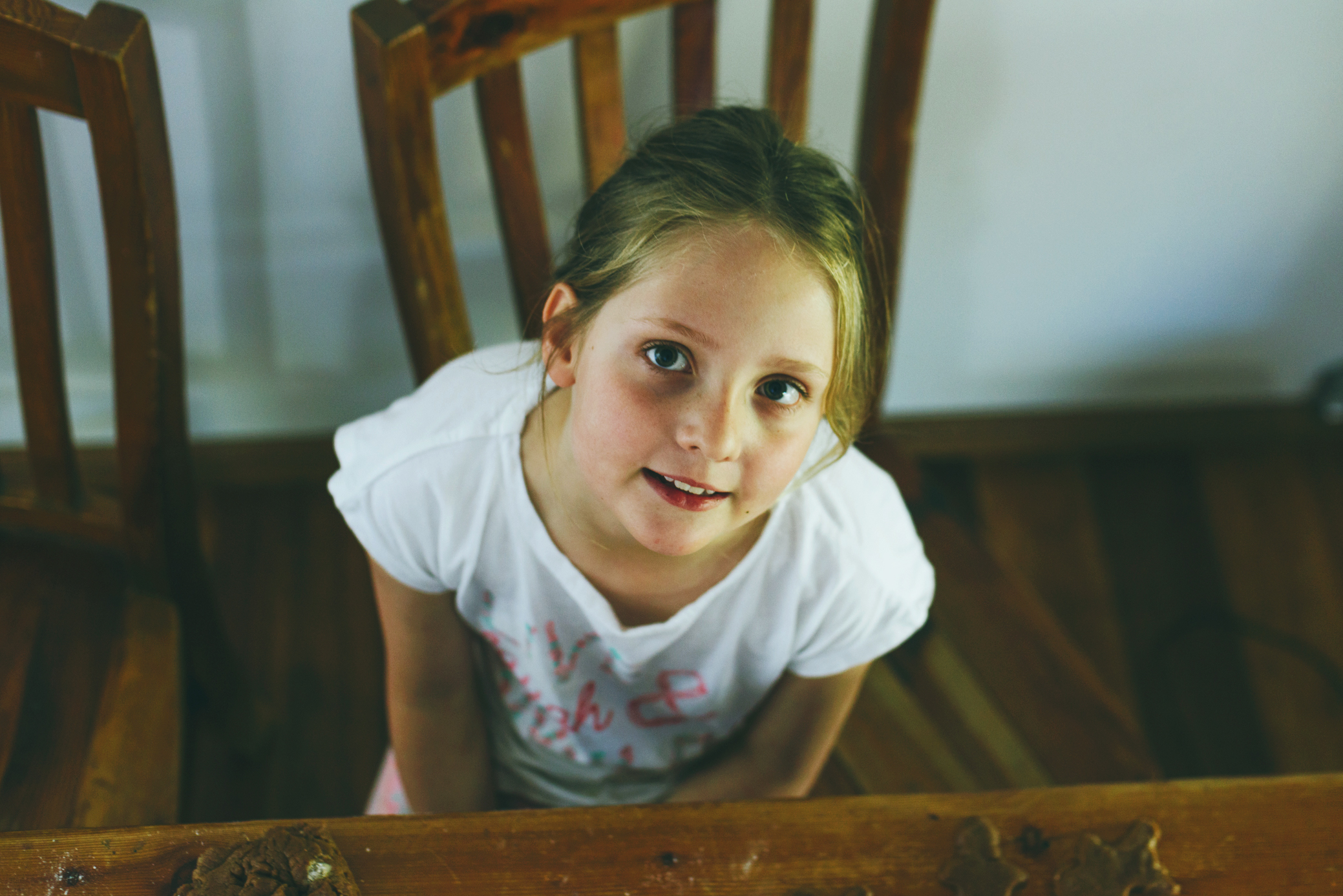 Sydney lifestyle photography by Cindy Cavanagh. Girl at the kitchen table