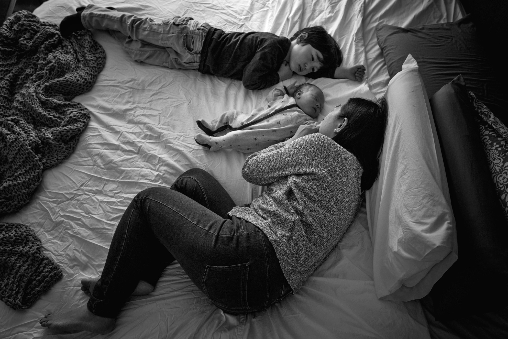 Lifestyle newborn portrait photographer | Cindy Cavanagh