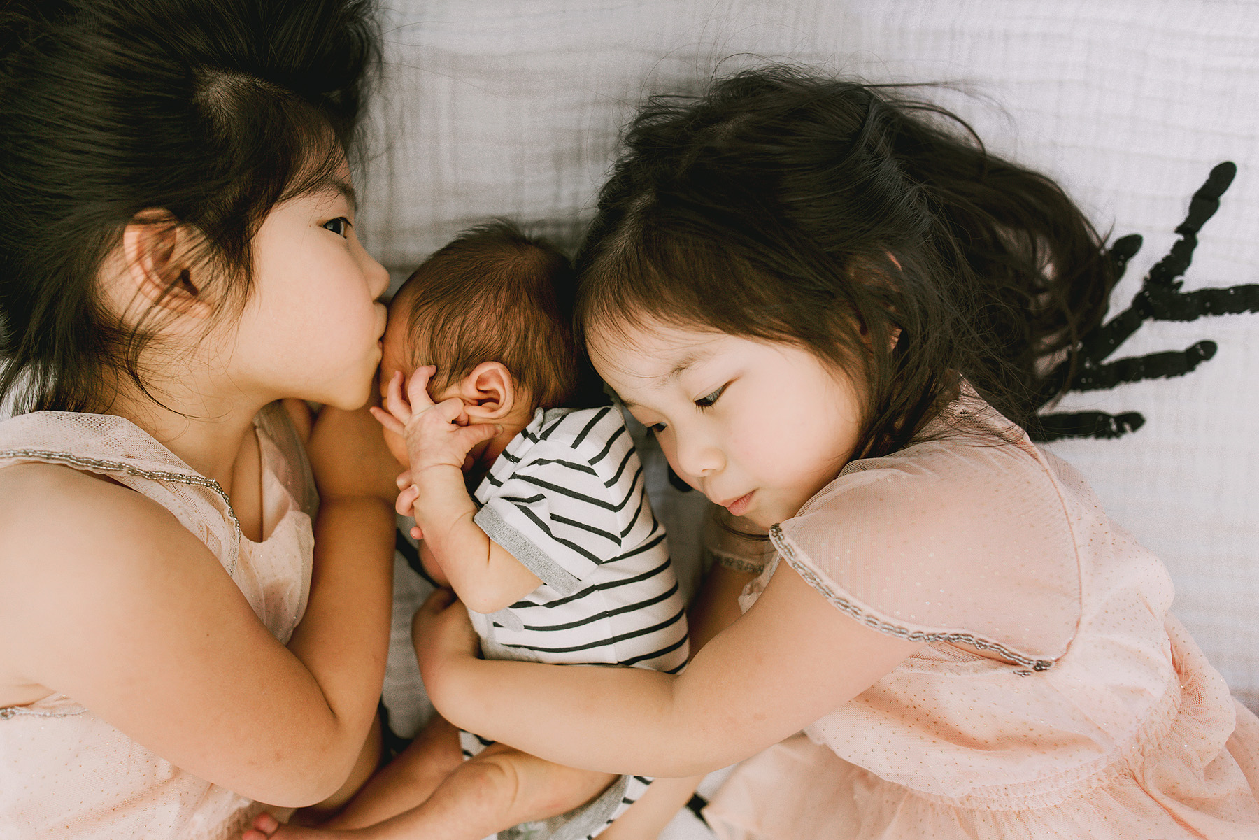 hills-district-photographer-newborn-session-2-big-sisters-hug-their-baby-brother