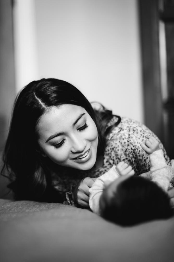 Hills-district-baby-photographer-a-mum-smiles-at-her-baby