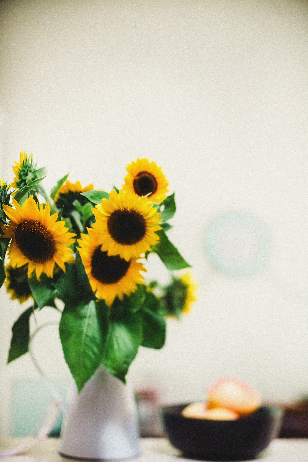 still-life-photography-sunflowers-in-the-kitchen
