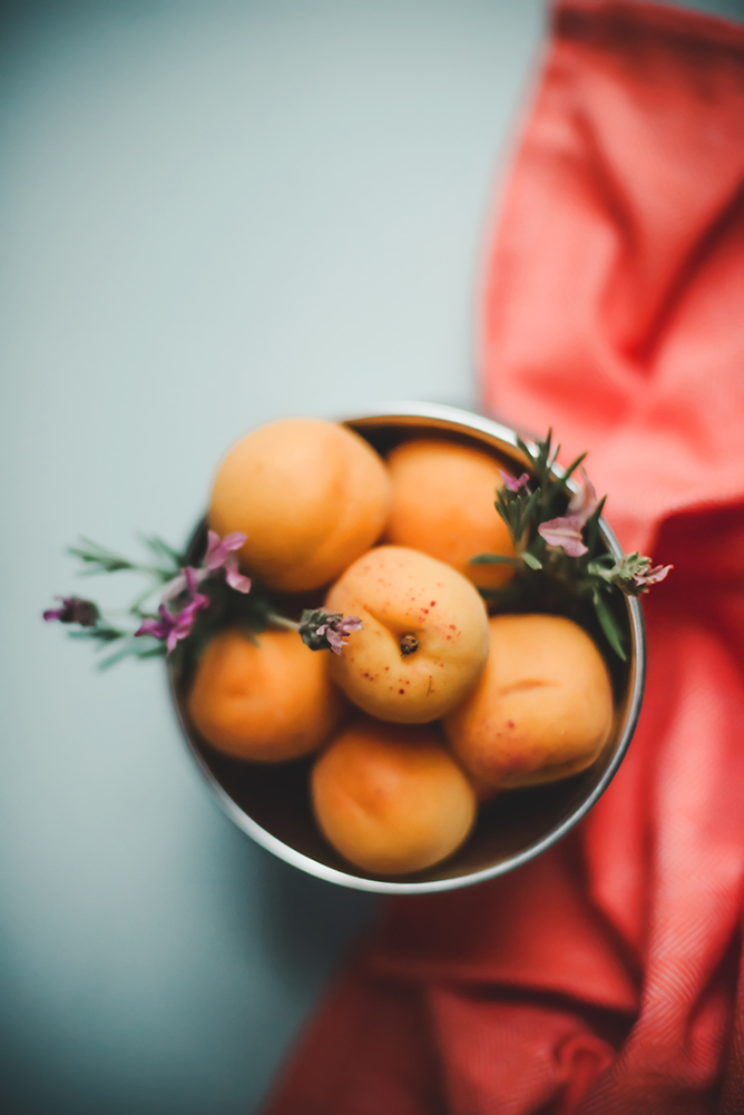 lifestyle-food-photography-apricots-and-lavendar