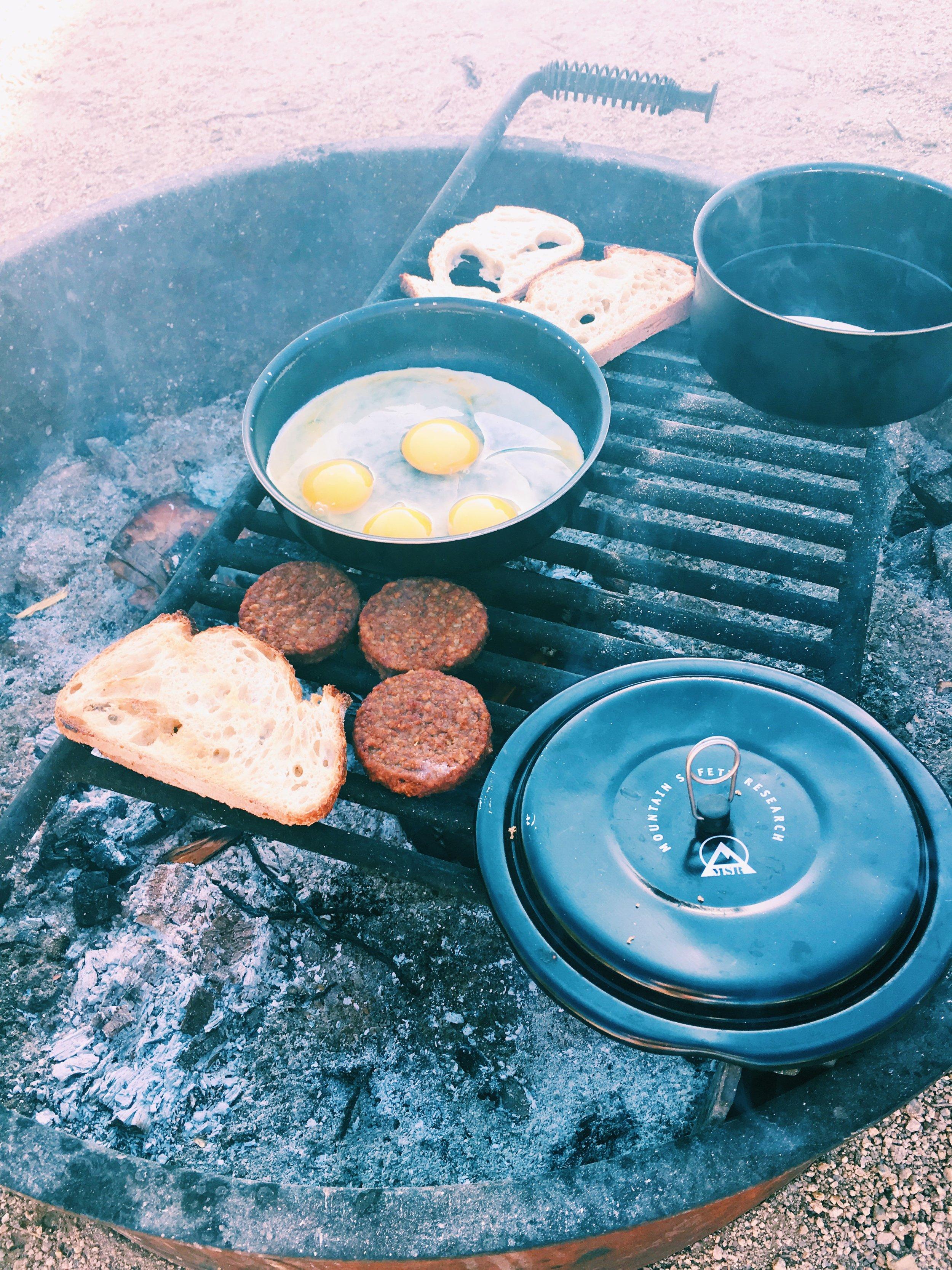 firepit-camping-breakfast