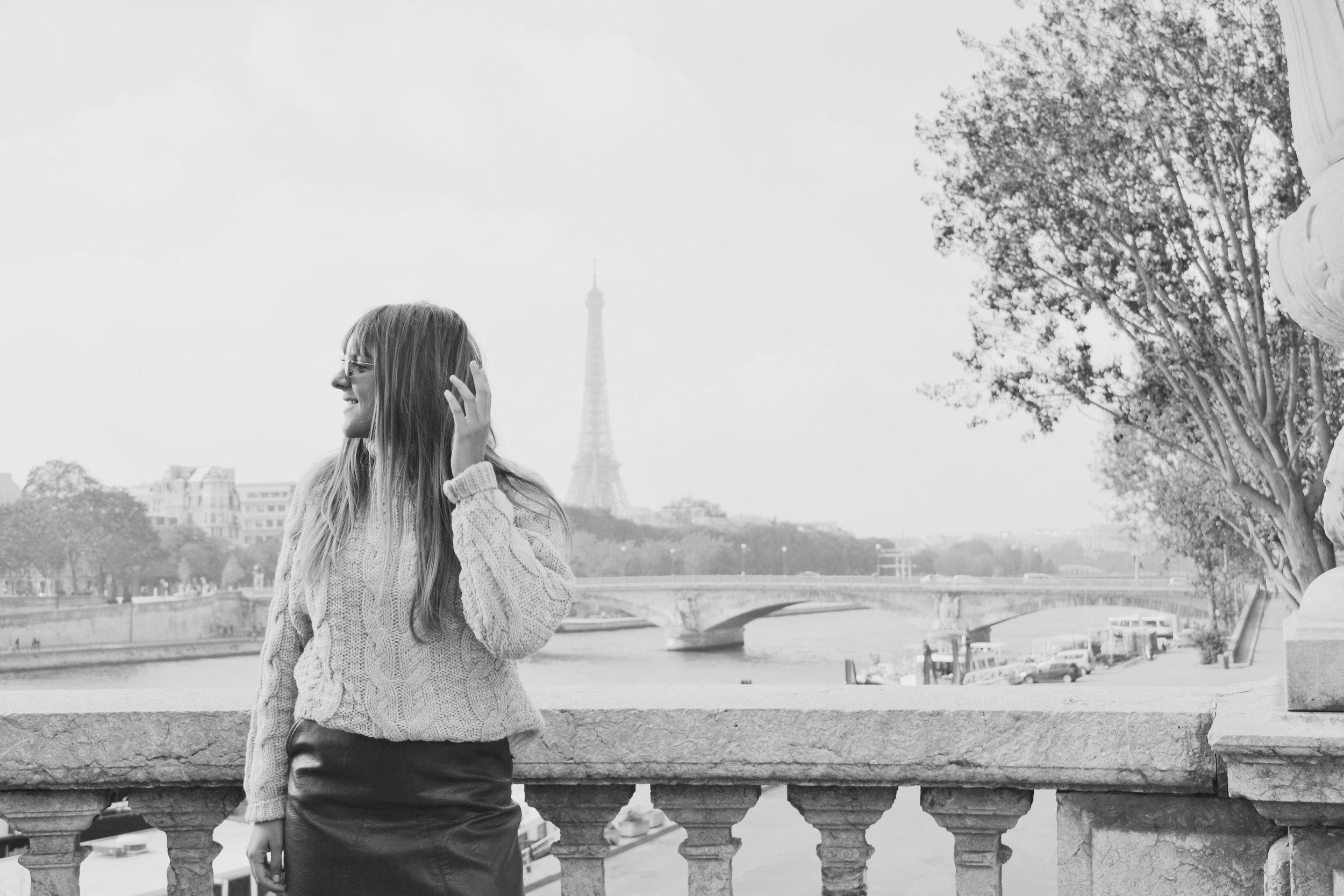 photo-pont-alexandre-III-eiffel-tower-in-background