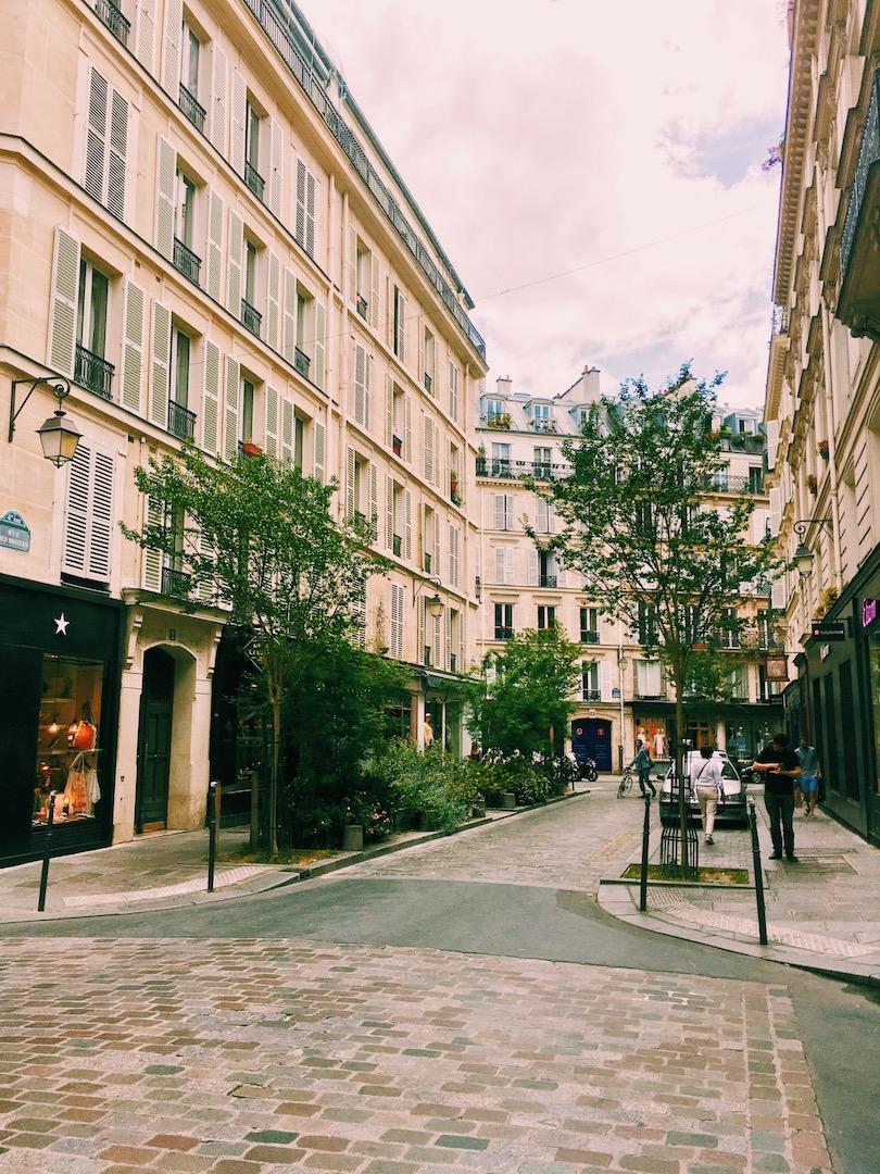 streets-in-paris-le-marais.JPG