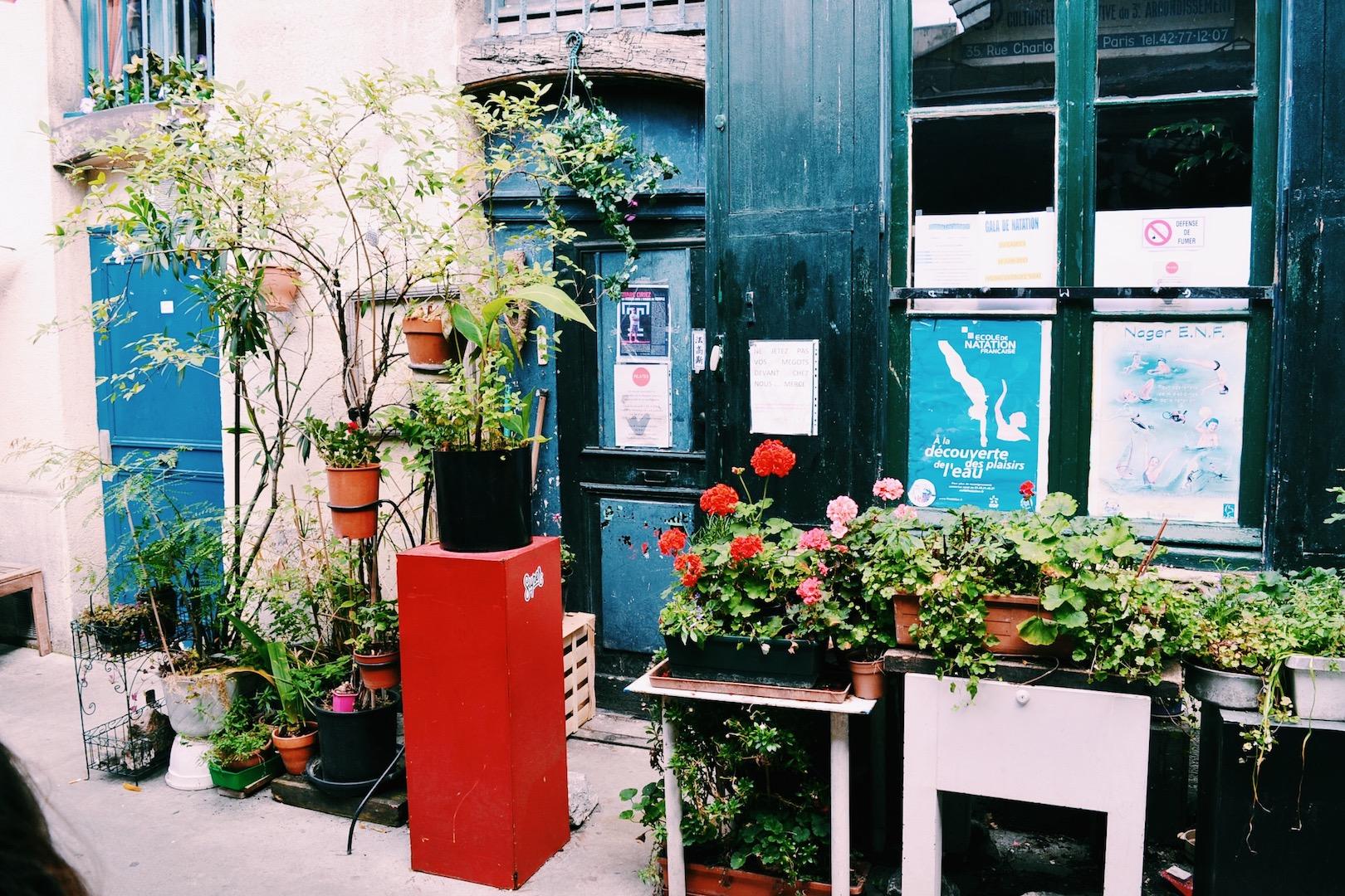 flowers-at-marche-des-enfants-rouges.JPG