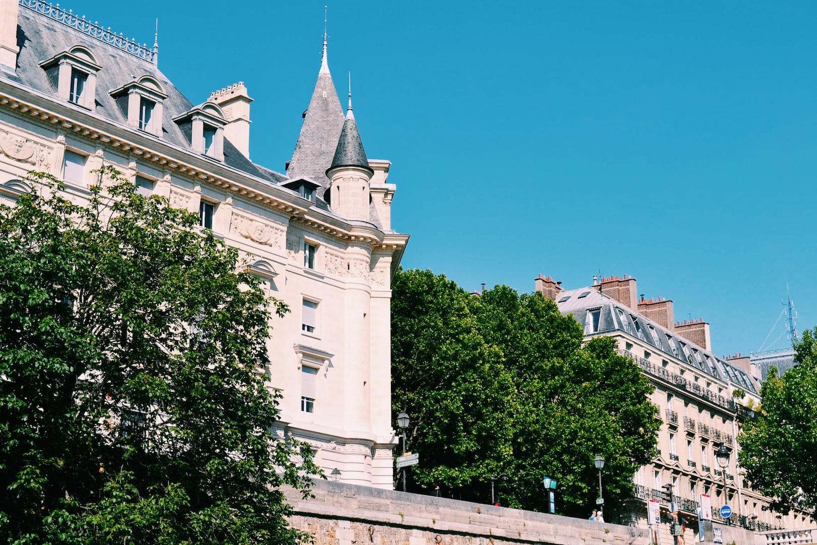 ile-st-louis-paris-france.JPG