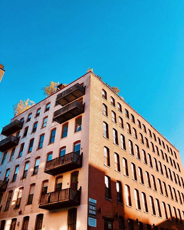 Me gusta el azul. Me gusta Brooklyn. Me gusta Williamsburg 🌻 #thehappynow #collectingmoments #nyclife #brooklyn