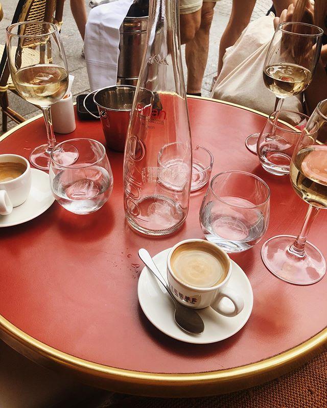 Un día muy divertido. Un combo muy sabroso. Una compañía inolvidable🌿☕️ 🥂 #collectingmoments #paris #family #lifewelltravelled #france🇫🇷