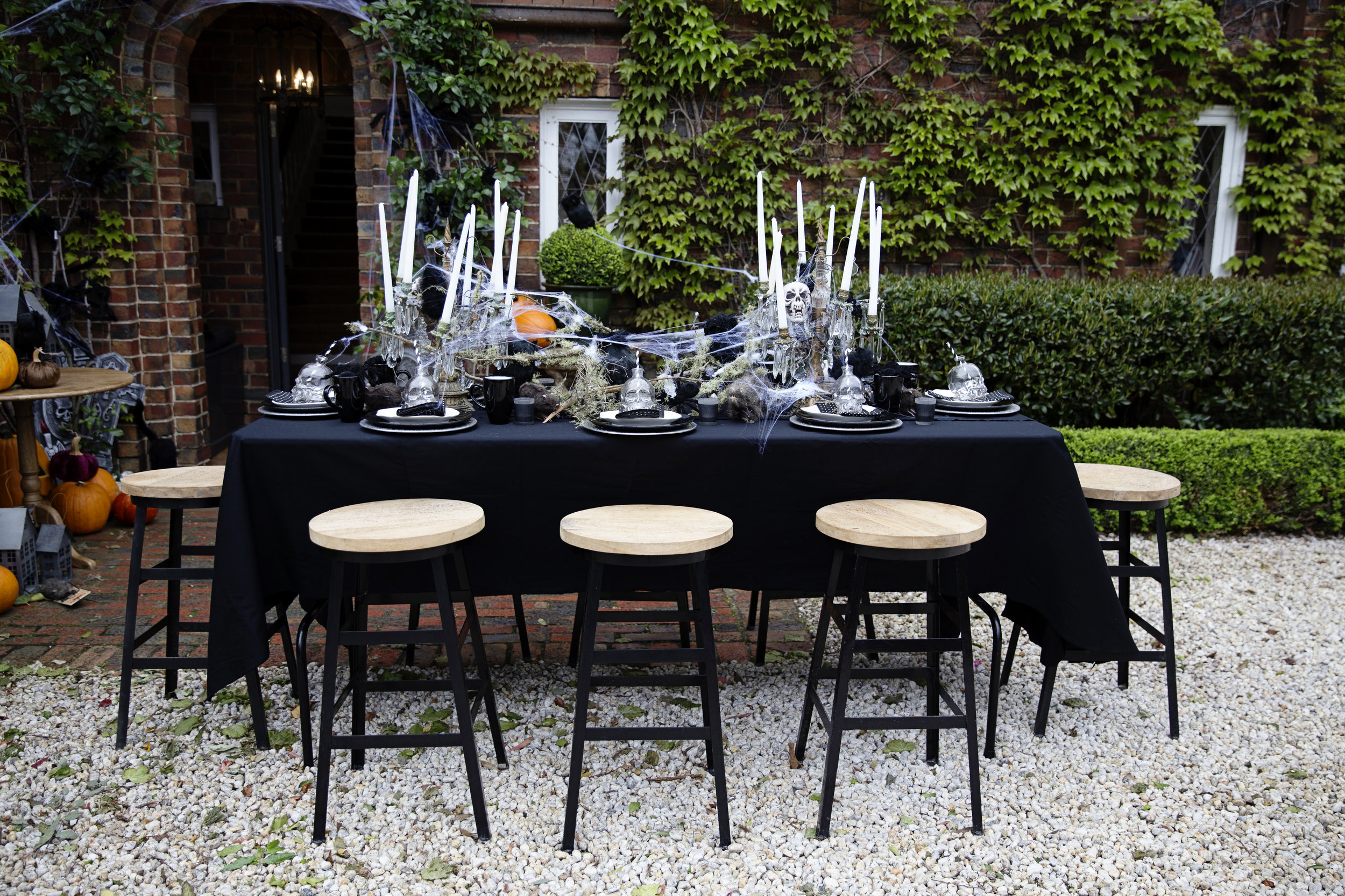 Halloween Table 001.JPG