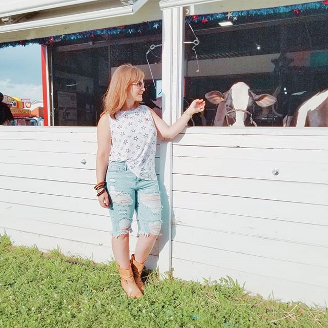 (#ad) Sooooo, I didn't hold all the animals yesterday at the @portercofair (I guess opening pens and cages and getting out animals that don't belong to you is frowned upon🤷♀️🤷♀️🤷♀️), but I'm fairly certain I pet them all! You guys, it is IMPOSSIBLE to not be happy at the fair! The cute animals, the food, the cute animals, the midway, the cute animals, the shows, and did I mention the cute animals? Too much goodness to not be smiling! Today I'll be showing you some of my favorite foods, drinks and probably some animals, PLUS, hanging out with Sawyer Brown and Diamond Rio. Eek!! #PorterCountyFair #AllTheSmiles #animalshots