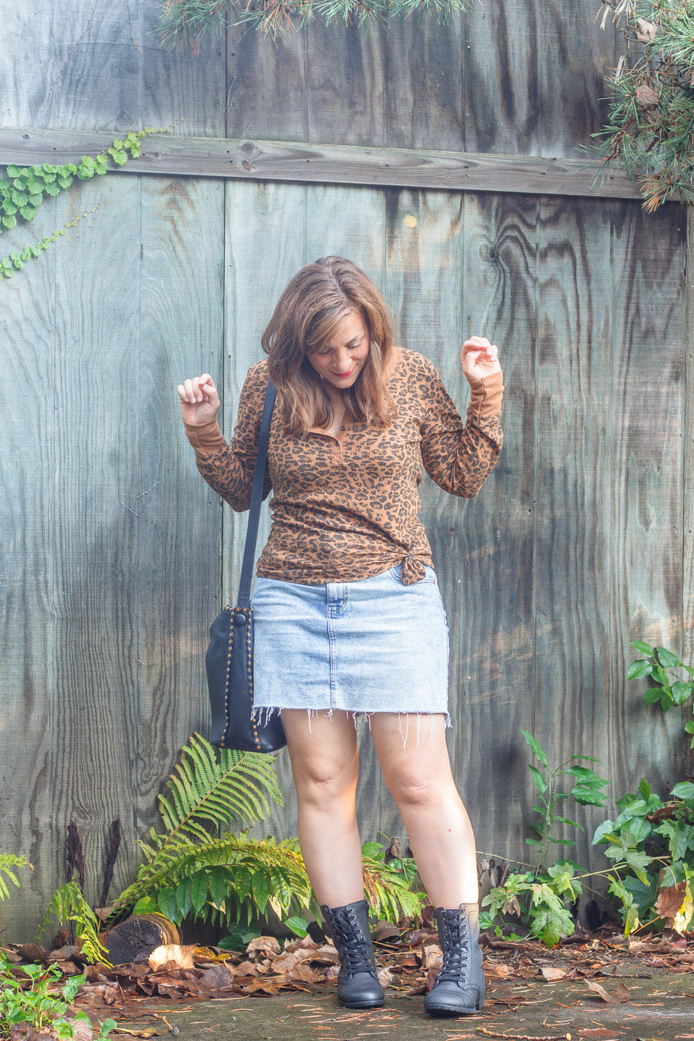 What-to-wear-with-denim-skirt.jpg