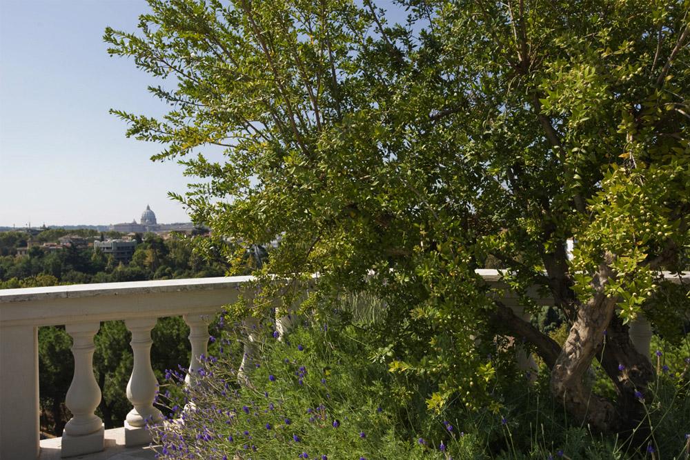 06-Terrazza-privata-Lungotevere-Roma-Studio-Architetti-dei-giardini-Green-Atelier-Roma.jpg