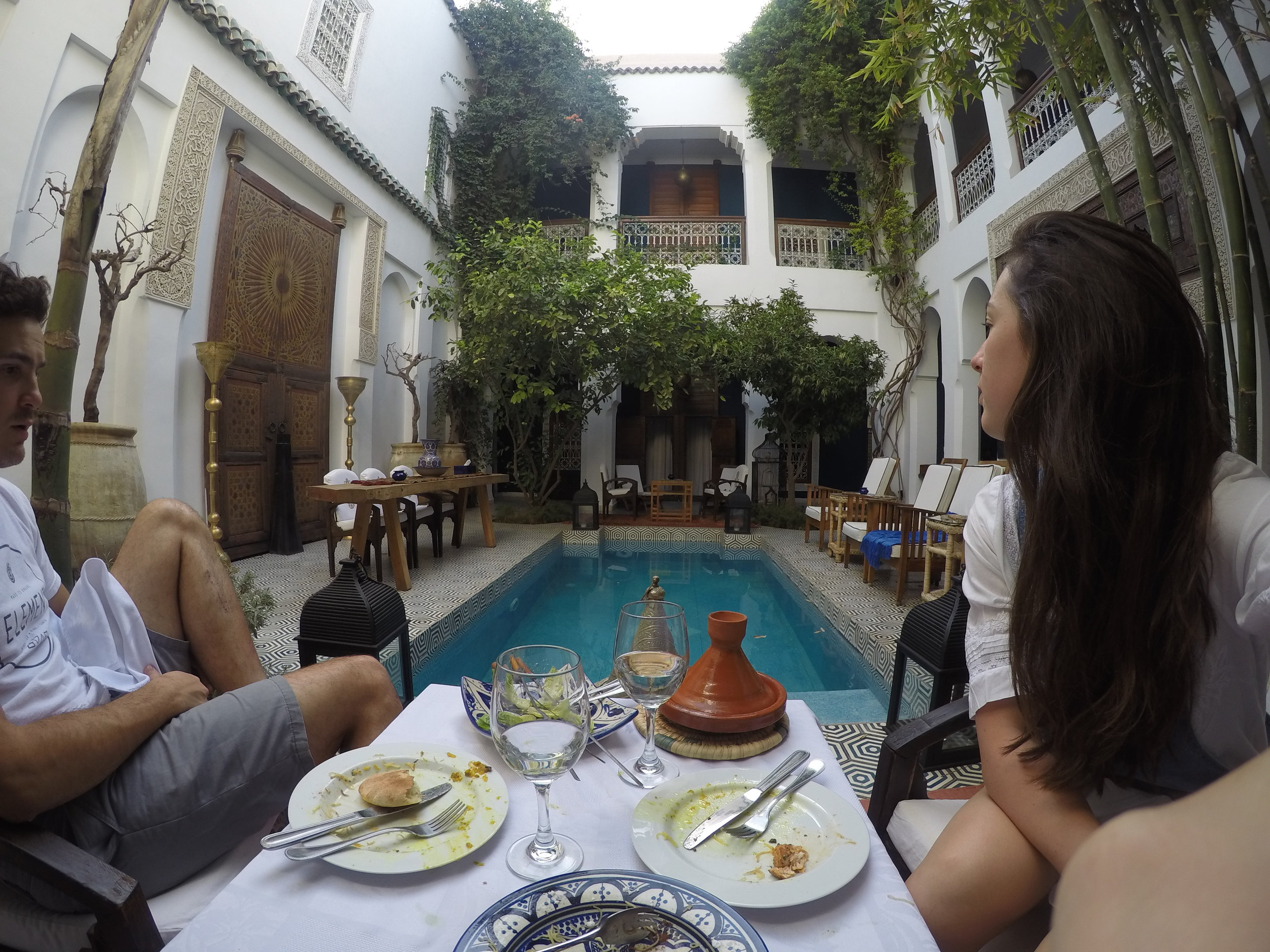 Lunch next to the pool in Riad Les Yeux Bleus