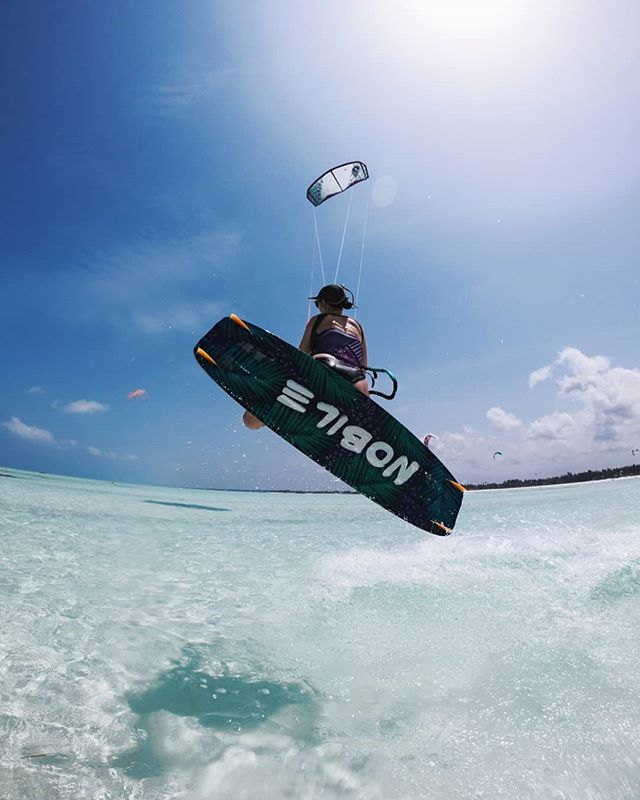 The water is lava 🔥 I've had my eye on the wind forecast because I've finally got a day to myself this week but it's just. Not. Happening.  #gopro #kiteboarding #zanzibar #islandlife