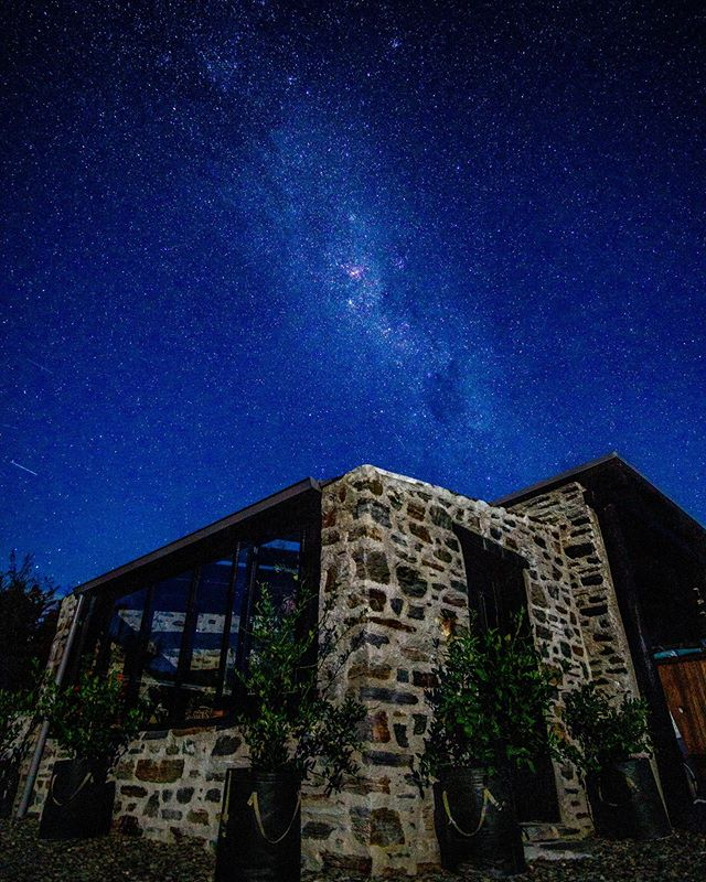 A second shot of the NZ sky 🌌 above the 'Cosy Stone Hut' we stayed in 🏕. It was a clear super clear evening and could have sat and shot for hours but the long trip was still ahead. Can't wait to have another go at this type of shot, still have a lot to learn! 🤓 • • • #stonehut #night #nightsky #nightskyphotography #nightskyline #stars🌟 #longexposure #starsinthesky #shootingstars #newzealand #southislandnz #wanaka #milkyway #milkywaychasers @new_zealand_landscapes @beautiful.newzealand @gottalovenz @purenewzealand @ig_milkyway