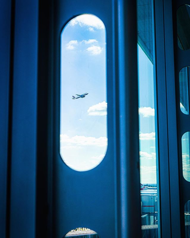 Off to San Francisco today for a while, had a lovely weekend with @ruth_franc8s to get ready and looking forward to getting the camera out again on this trip ✈️ • • • #airport #airplanes #aeroplanes #workingaway #sonya6000 #flying #flight #metallic #sky #bluesky #sanfrancisco