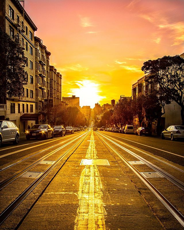 Street photography is tough... I've been looking for this shot for a weeks, dodging traffic to make the most of the 15 second window to cross the street.🚦📸 I was lucky to find this location as tonight's beautiful hazy sun began to set over the city 🌇 • • • #sanfrancisco #sanfranciscoworld #sanfranciscolife @sanfrancisco_now @sanfrancisco_photos @sanfranciscoworld #streetphotography #sanfranciscostreets #sunset #sunset_love #city #cityscape #sony #sonya6000 #samyang12mmf2 #lightroom #lightroomedit #travelphotography #travelgram #beforeandafter #citygrammers #live_your_sunsets #world_beautiful_sunsets