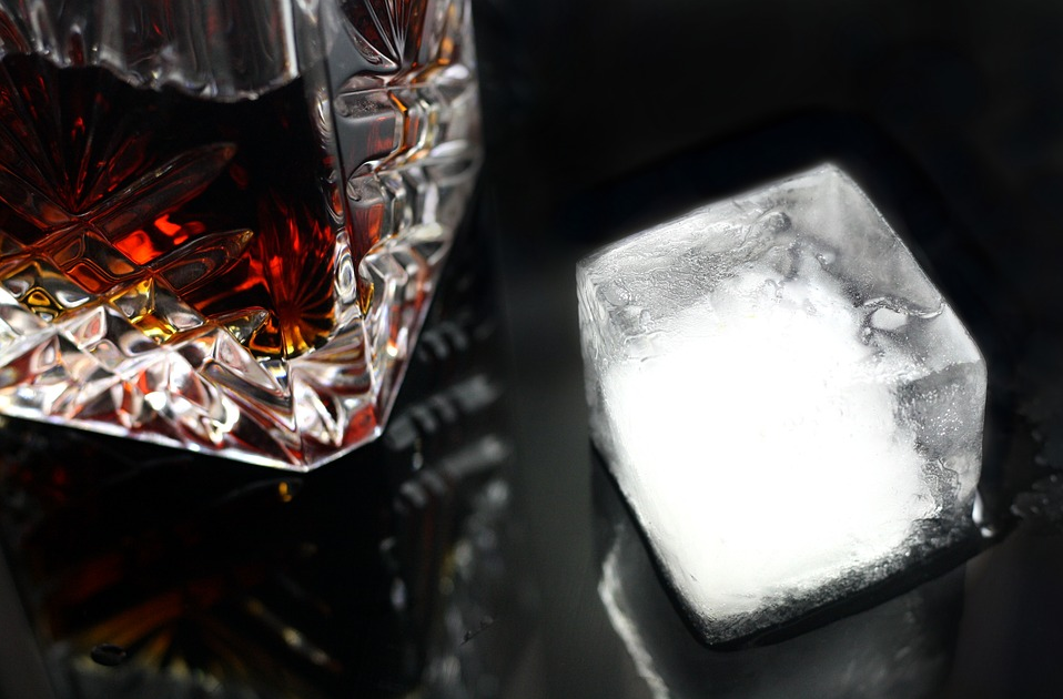Source: https://pixabay.com/en/drink-ice-glass-alcohol-cocktail-1543247/