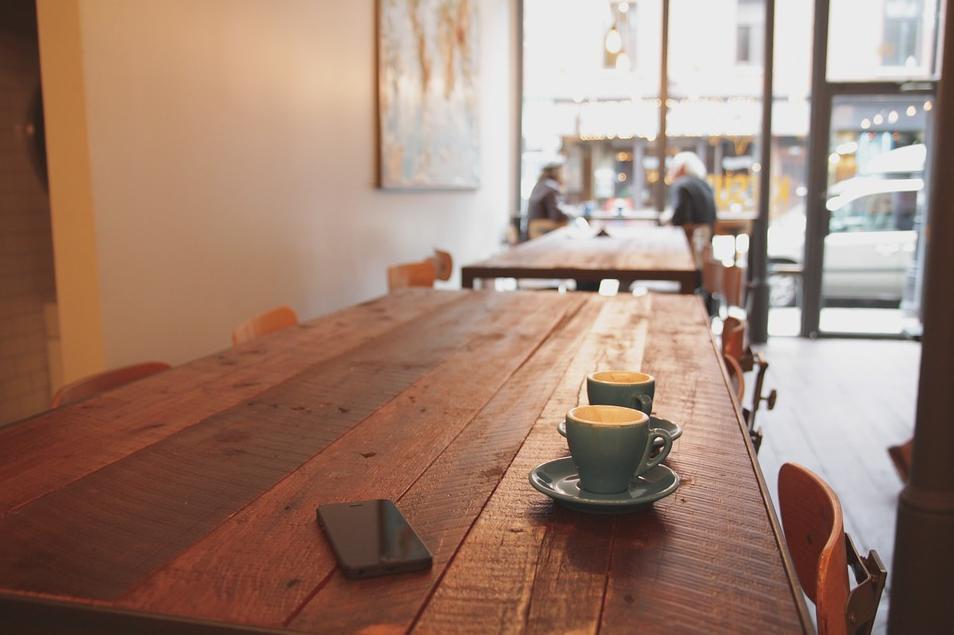 Source:https://pixabay.com/en/coffee-table-wood-iphone-chair-692560/