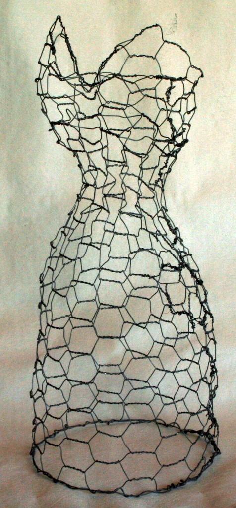 chicken wire dress form 4.jpg