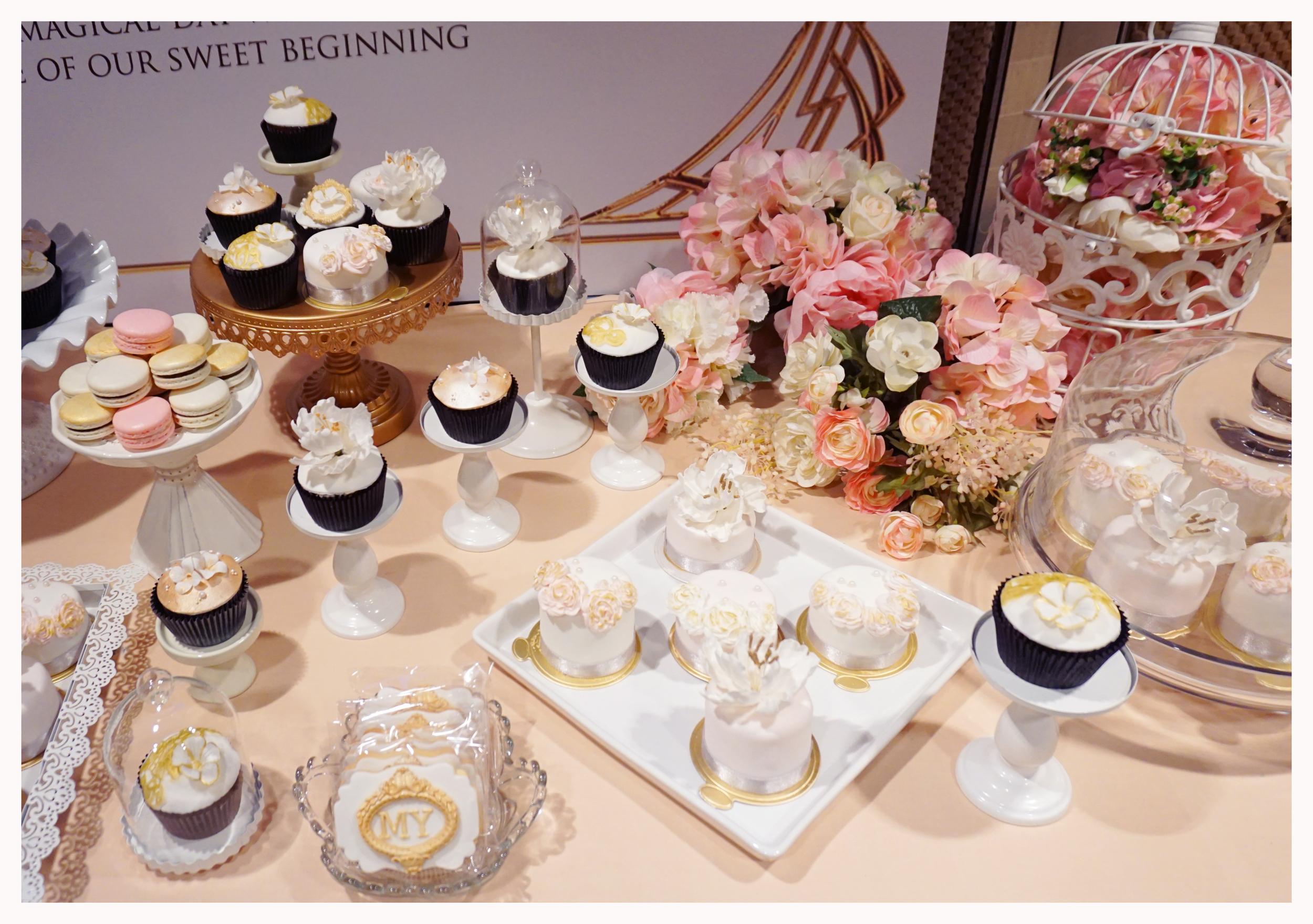 Melody & Yue cupcake& mini cake.jpg