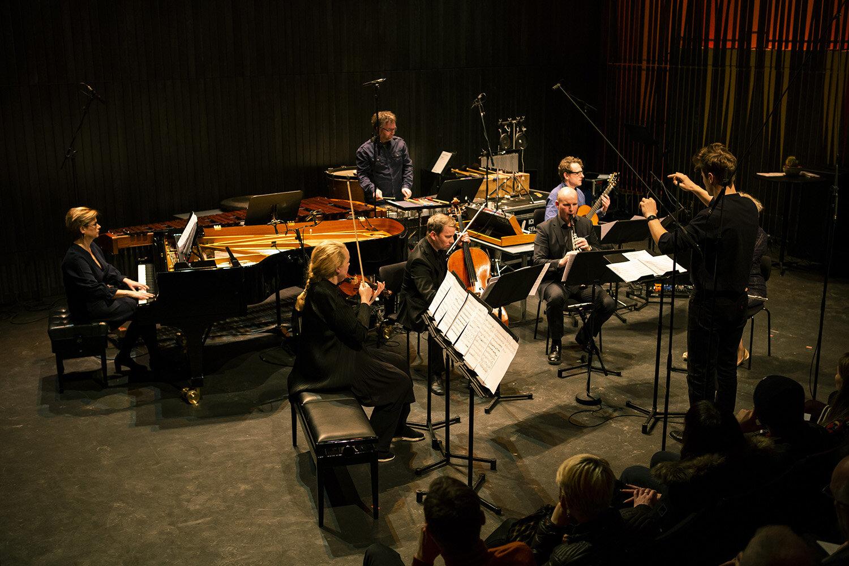 darkmusicdays2019_reykjavikchamberorchestra Vefur Loom.jpg
