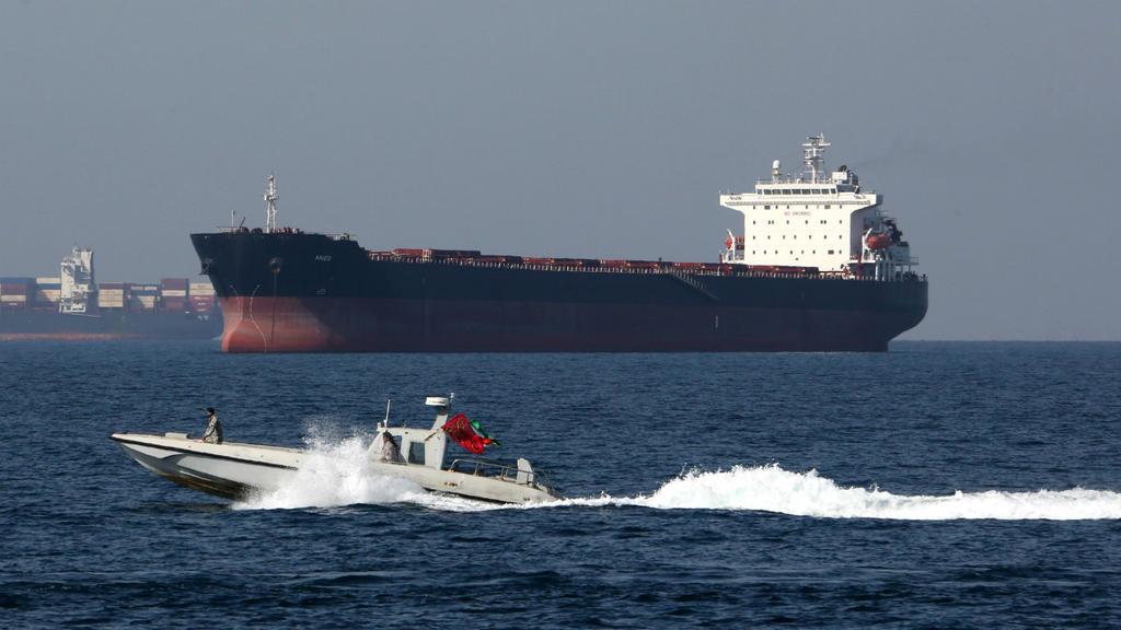 iran-ormuz-tanker.jpg