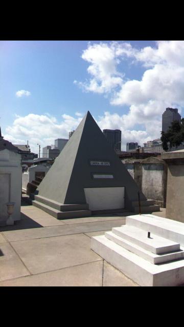 Nicolas cage's tomb