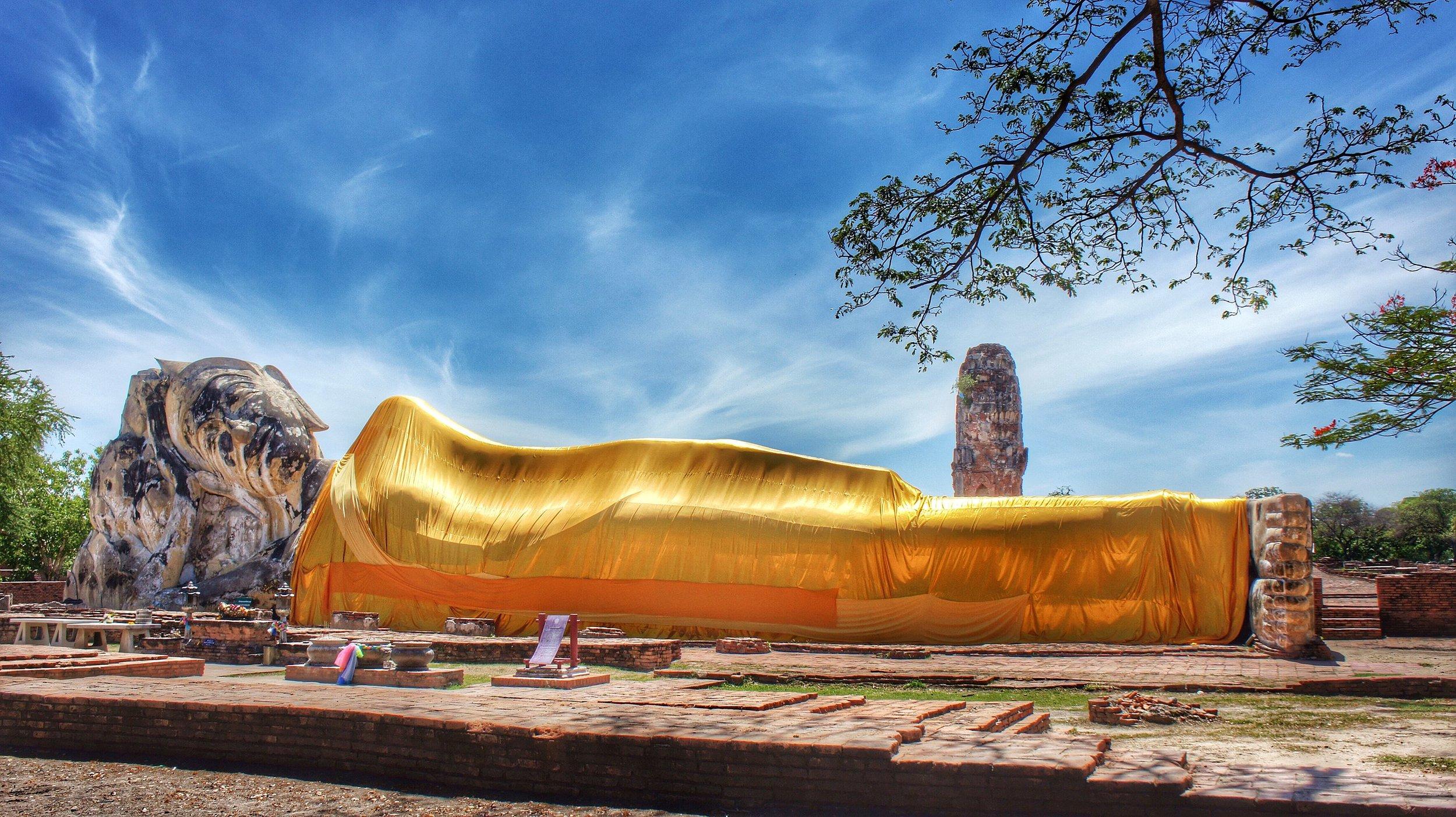 2560px-Wat_Lokayasutharam_(Temple)_Ayuthaya,_Thailand.jpg