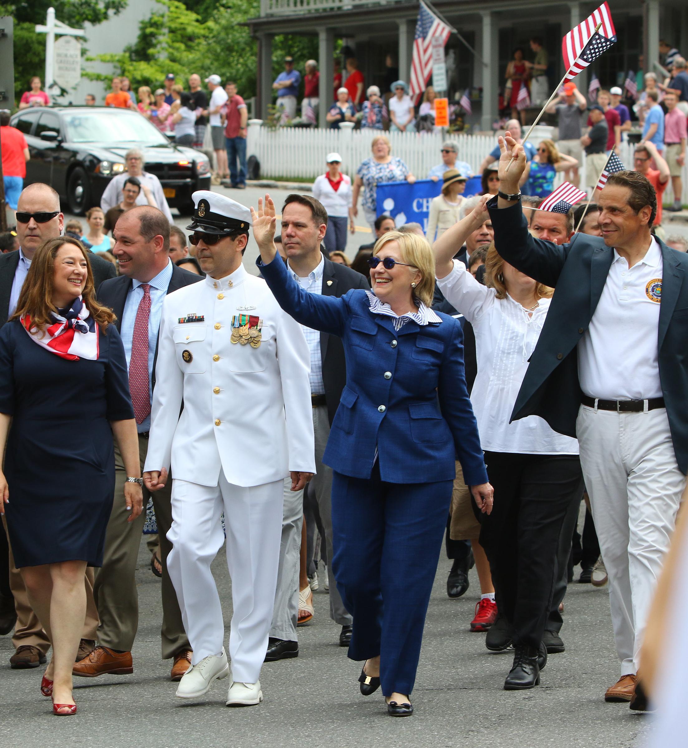 Memorial_parade_Clintons113.jpg