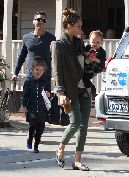 Jessica+Alba+Family+Out+Breakfast+West+Hollywood+GAFjBSajxQSl.jpg