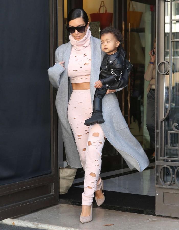 kim-kardashian-cara-delevigne-chanel-fall-ready-to-wear-2014-4-700x896.jpg