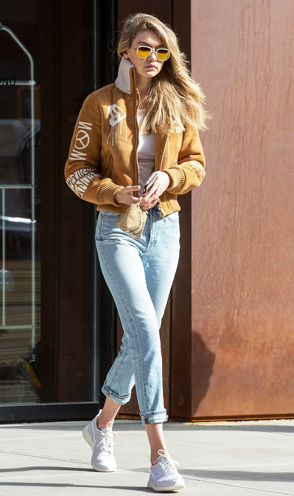 how-it-girls-wear-bomber-jackets-and-you-should-too-1698757-1458160312.600x0c.jpg