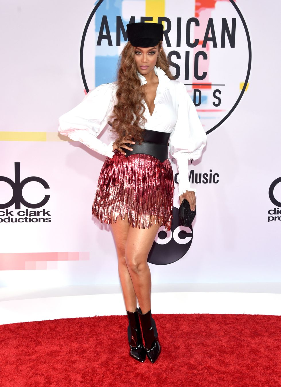 tyra-banks-attends-the-2018-american-music-awards-at-news-photo-1048368448-1539126196.jpg