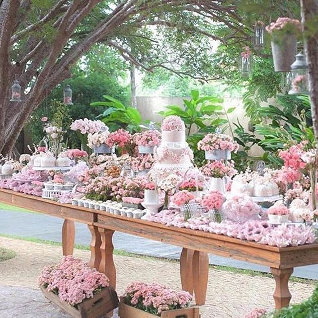 What a beautiful celebration table by @anfitria #partyideas #floralfancy #partyideas #mrsmyrtleparties #stylingparties #prettyinpink