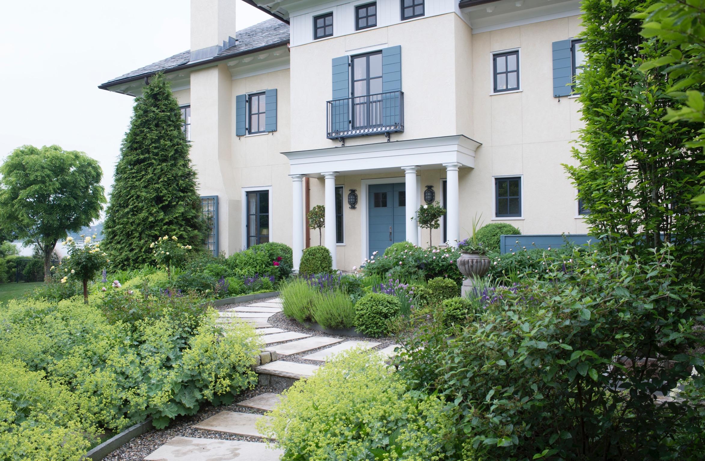 front walk garden1456.jpg