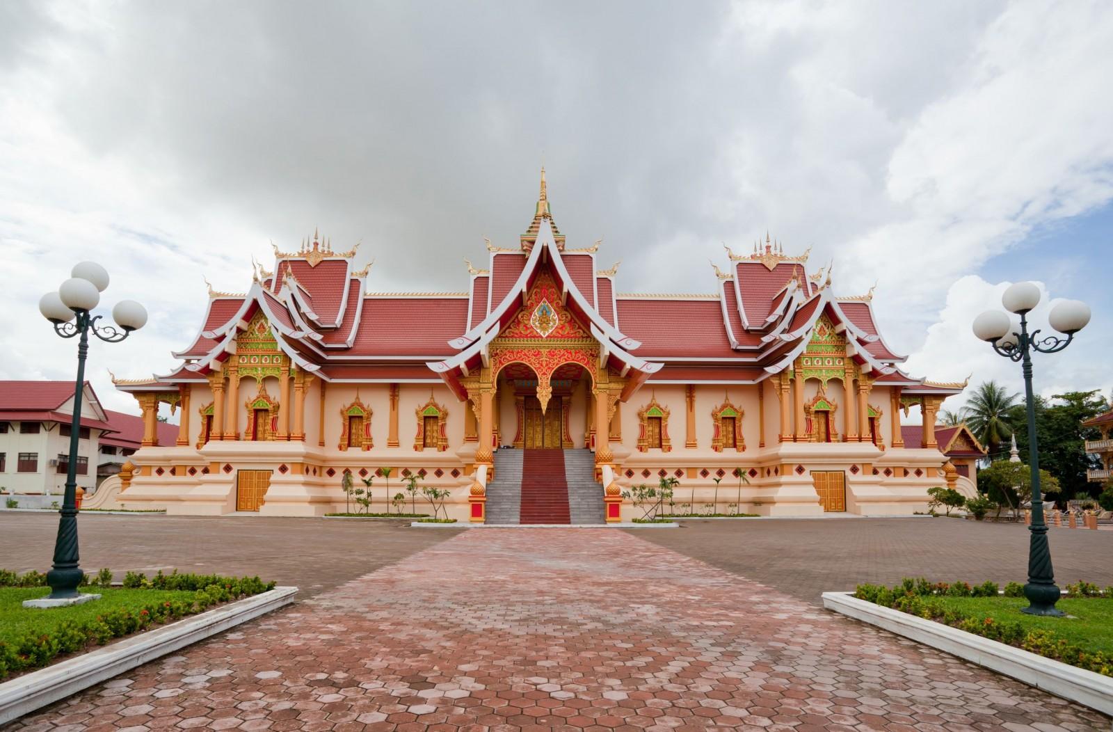 pha-that-temple-in-vientiane-laos-1600x1052.jpg