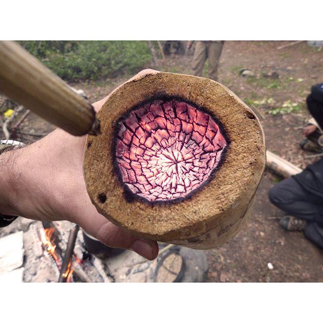 Fire carving a kuksa 🔥🔥🔥 . . . #firecarving #kuksa #bushcraft #fire #livingofftheland #livingwiththeland #bushcraftcourse