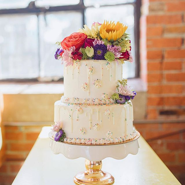 🌻🌷🌹🌺🌼 DM or link in bio for orders! 📸: @sarahecooperr . . . #rainbow #flowers #satx #sanantonio #pastryart #igsanantonio #safoodie #safood #safoodpics #sanantoniotx #feedfeed #f52grams #fromscratch #dessert #nothingisordinary #eater #buzzfeedfood #210 #florals #desserttable #cakedecorating #delish #cake #bakemehappy #geniuskitchen