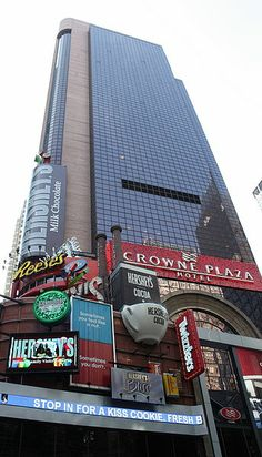 Crowne Plaza Hotel, Times Square    New York City, Times Square  40 story hotel tower, 770 rooms; Partners with Zeckendorf Organization