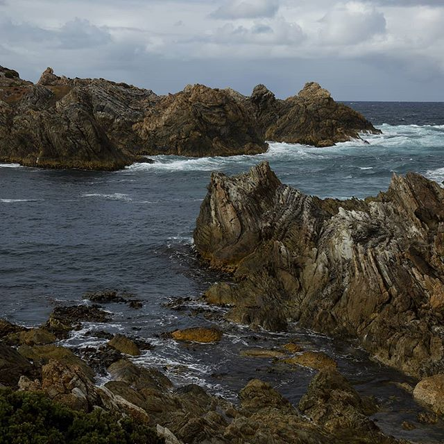 So many incredible rocks of all shapes and sizes along the takayna coastline #fallinlovewiththewildplaces