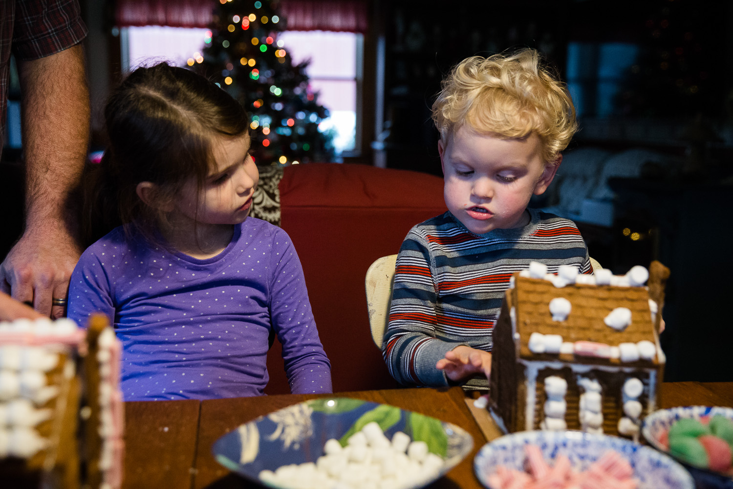 Photographing a Christmas tradition; Maryland family storytelling photographer