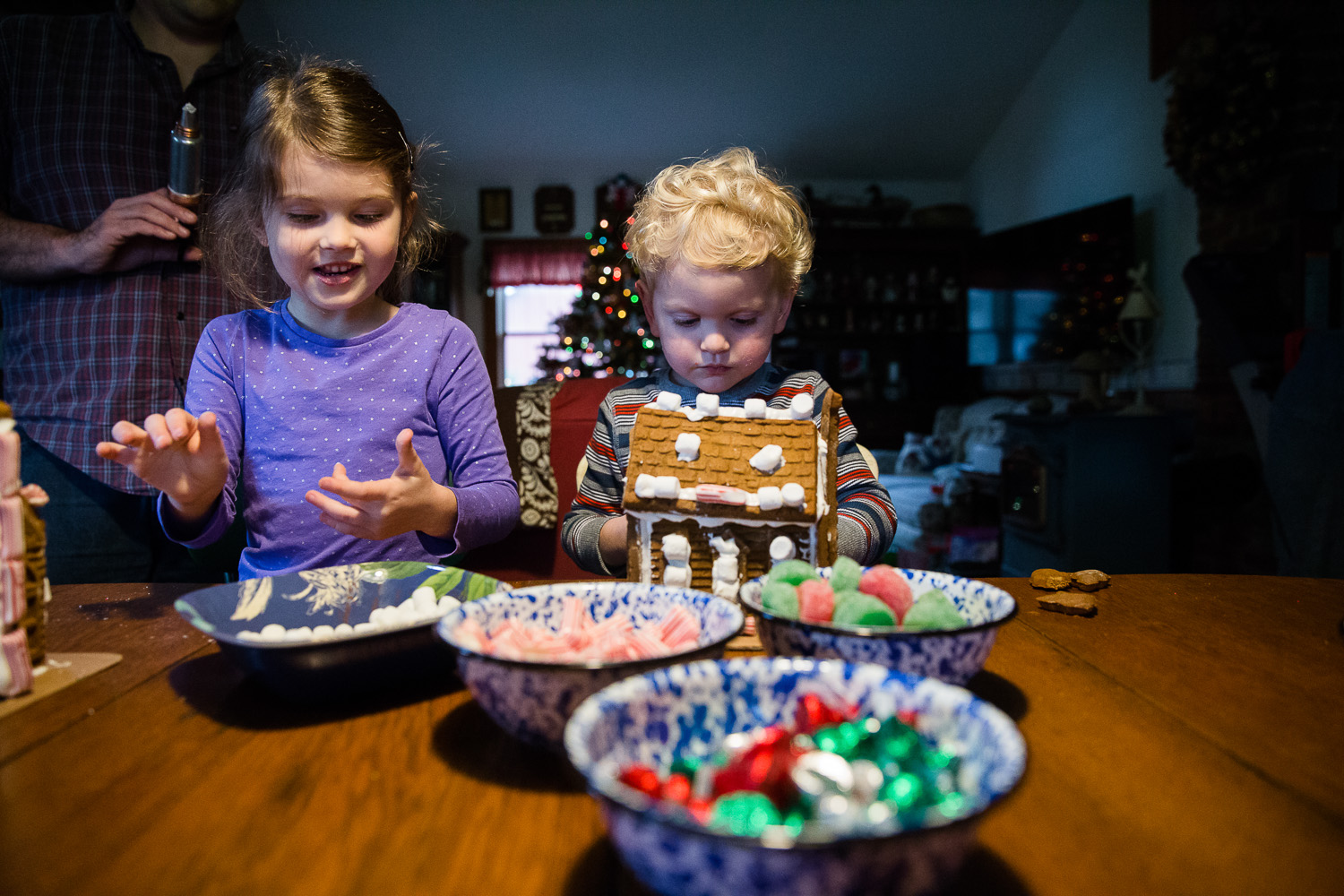 A Holiday traditions photography session in Maryland