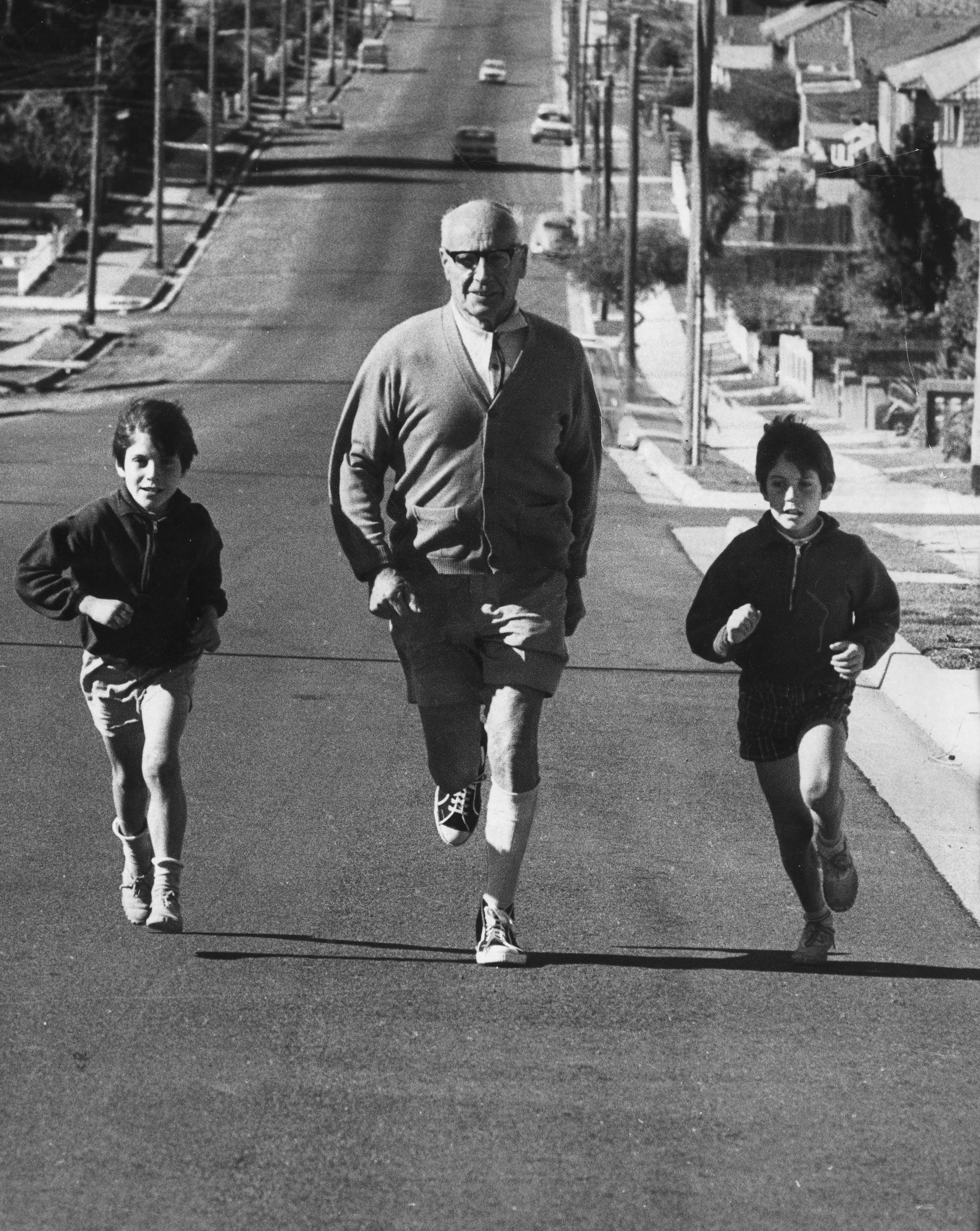 George Davidson running the course a week prior to the first City2Surf in 1971.