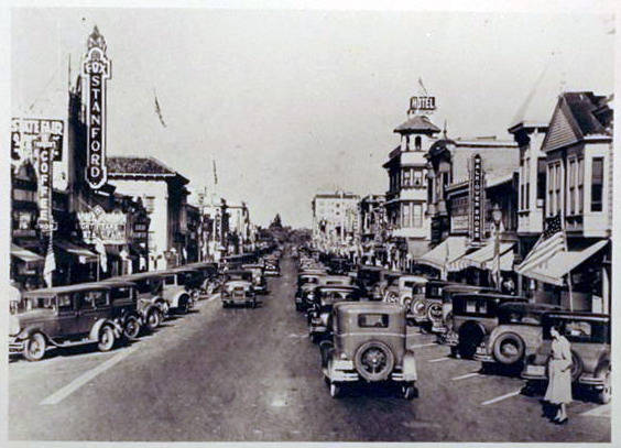 University Avenue street scene, early 1930s.jpg