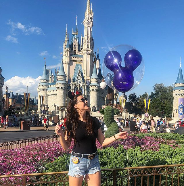 Mickey ears? Mickey ice cream? Mickey balloon? Check, check, check! Safe to say my first trip to Disney World was a success ❤️ ✨