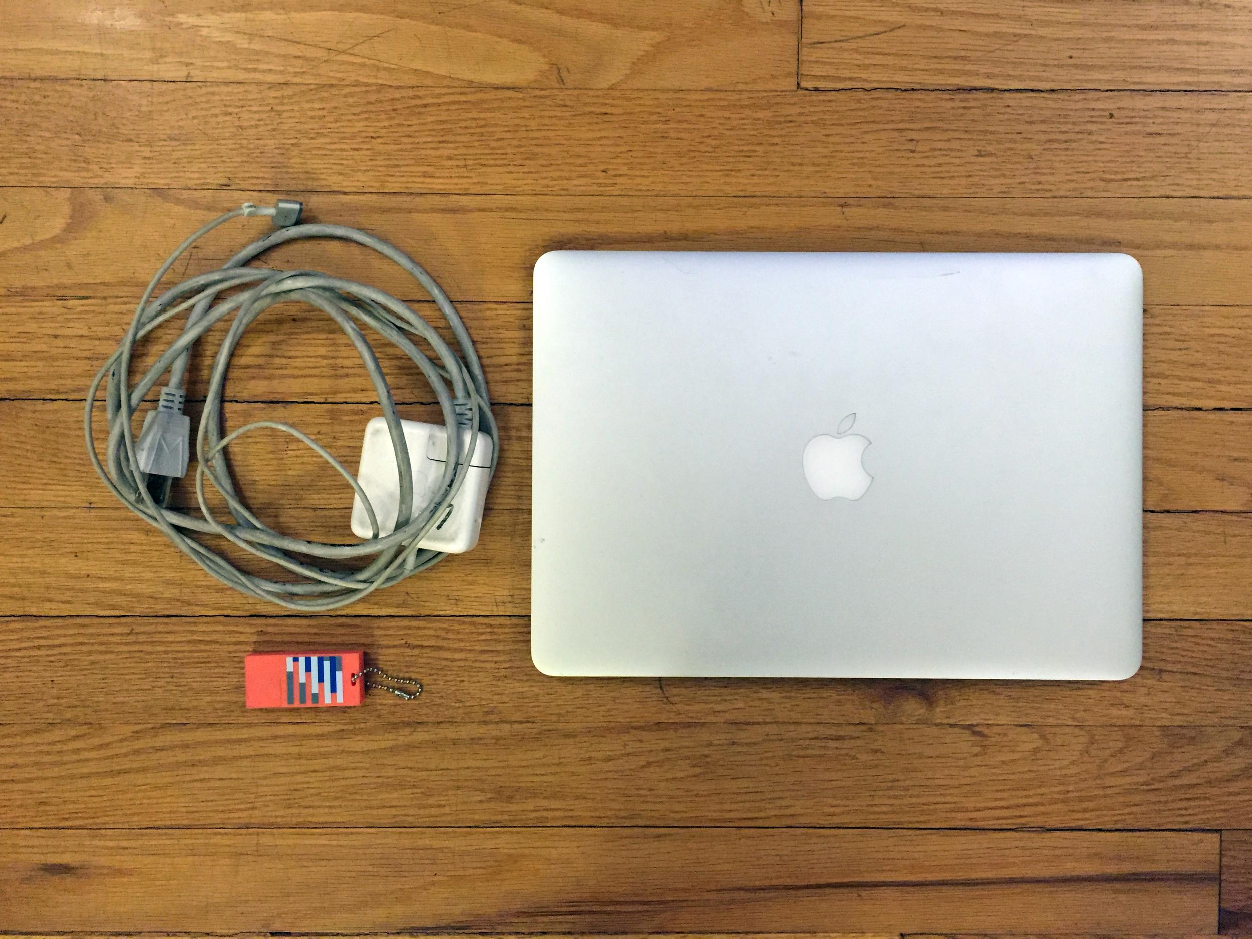 Macbook Air + 8 Gig Flash Drive