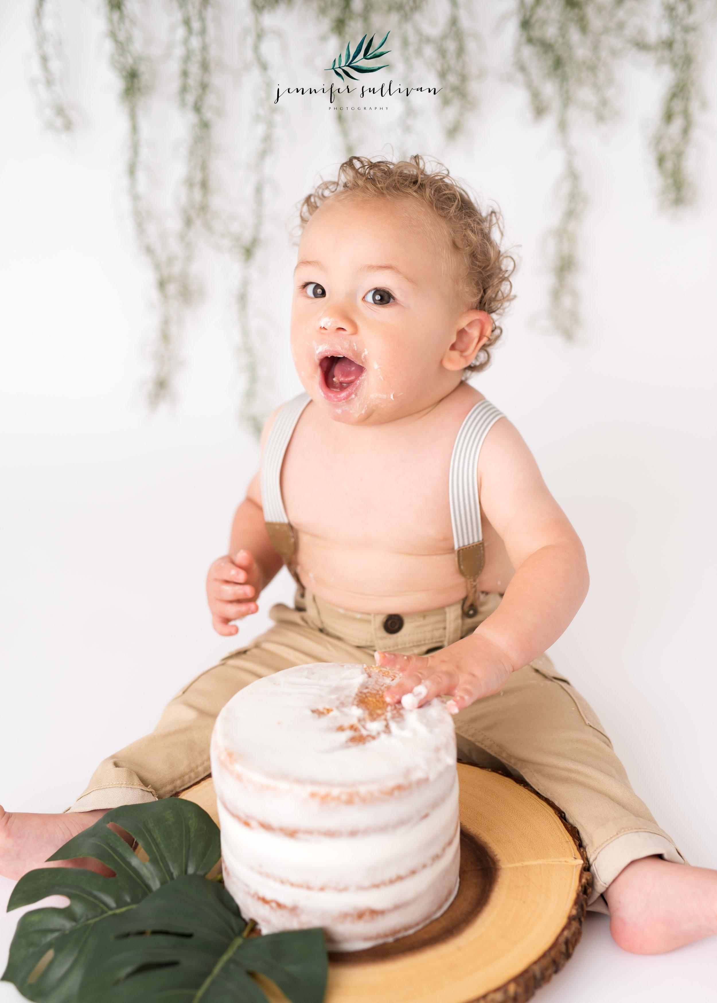DARTMOUTH  BABY cakesmash PHOTOGRAPHER-400-8.jpg